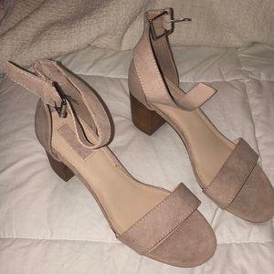 Cream / nude heels